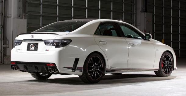 Toyota Mark X G Sports Carbon Roof - tuning Gazoo Racing